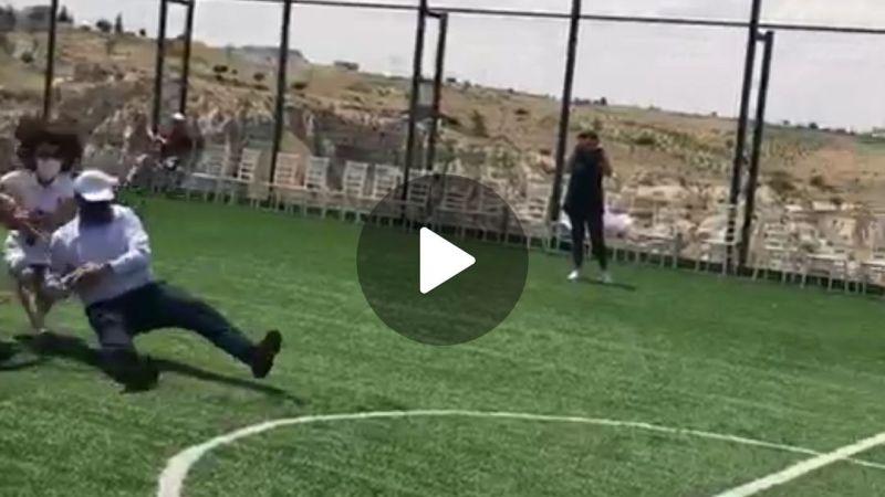Nevşehir Belediyer Başkanı Mehmet Savran halat çekme yarışında halatın kopması sonucu yere düştü. Düşme anı bu şekilde görüntülendi.